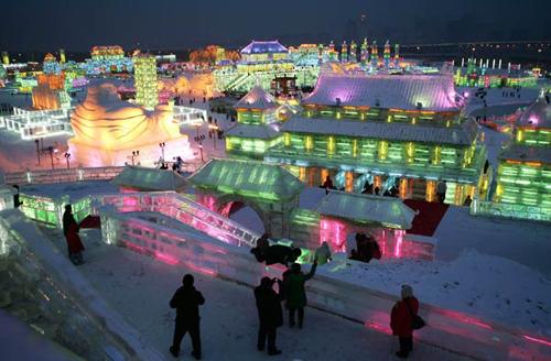 ciudad de hielo colorida
